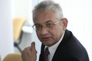 Projekt promował w Sejmie Ludwik Dorn, obecnie poseł niezrzeszony.
