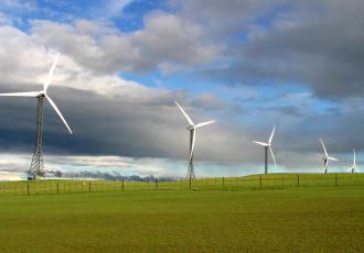 Sąd Ochrony Konkurencji i Konsumentów podtrzymał decyzję Urzędu Ochrony Konkurencji i Konsumentów o nałożeniu na spółkę energetyczną Enea Operator ponad 11 mln zł kary za utrudnianie budowy farm wiatrowych