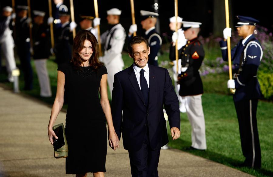 Prezydent Francji Nicolas Sarkozy z małżonką Carlą Bruni w drodze na powitalny obiad na szczycie G20