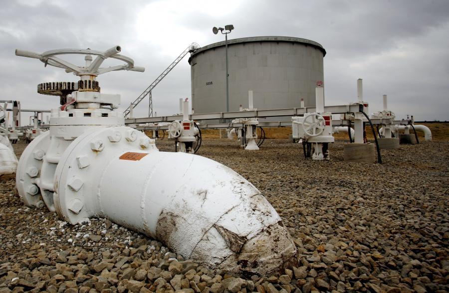 Notowania ropy naftowej na giełdzie paliw w Nowym Jorku podczas tej sesji spadają z 26-miesięcznego maksimum, po wzroście w ub. tygodniu o 6,5 proc. - podają maklerzy.