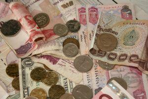 Osoby które zaryzykowały i wzięły kredyty w jenach w roku 2008, kiedy pojawiły się one w ofercie banków szybko odczuły na własnej skórze co oznacza ryzyko walutowe. Kurs w kilka miesięcy podskoczył z 1,8 do niemal 4 zł za 100 jenów.