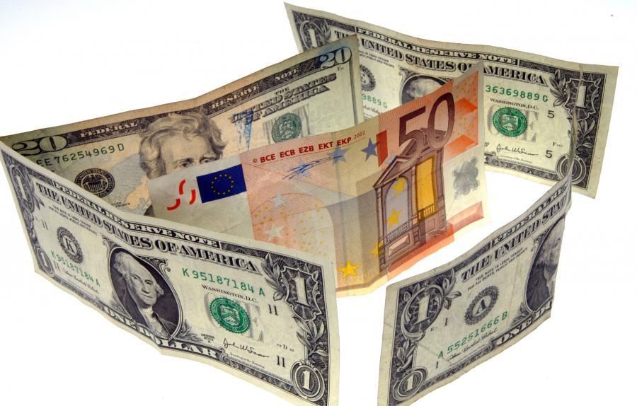 От чего зависит курс евро