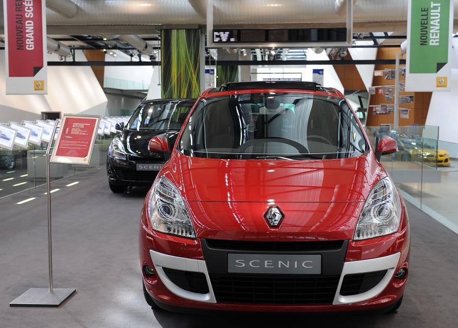 Samochód Renault w salonie