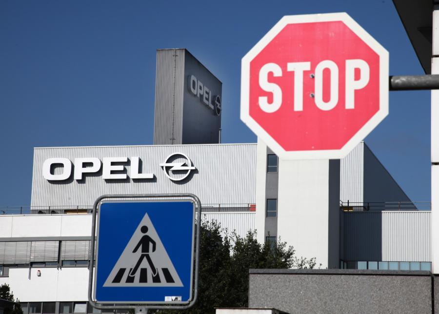 Europejscy związkowcy Opla grożą stajkiem przeciw zamkcięciu fabryki w Antwerpii