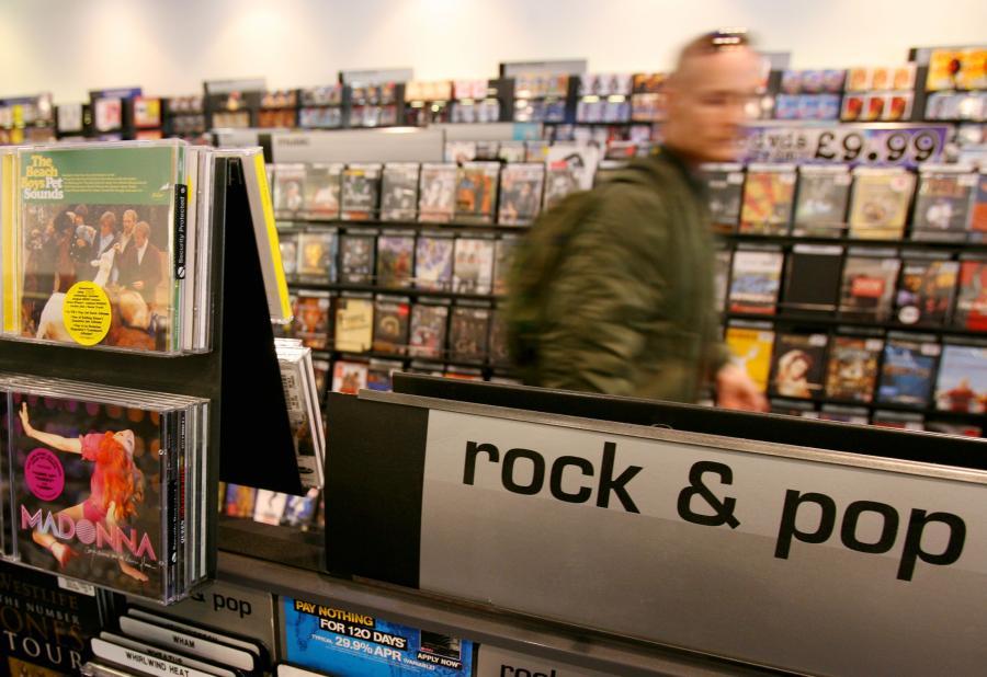Klienci coraz częściej wybierają zakup muzki w Internecie zamiast w tradycyjnym sklepie