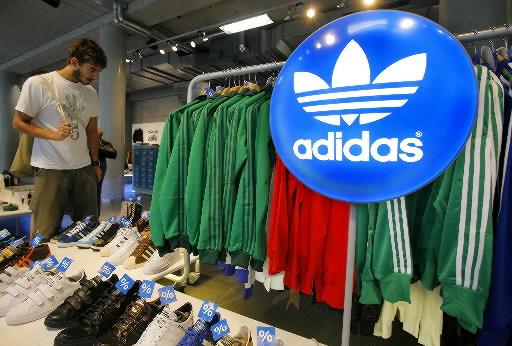 Sprzedaż odzieży firmy Adidas