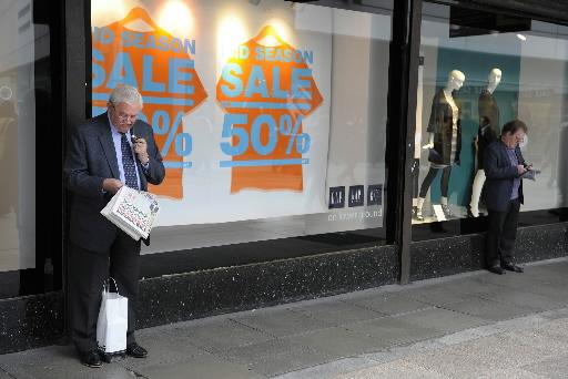 Irlandzkie sklepy w Dublinie jeszcze oferują dyskonty rzędu 50 proc. Fot. Bloomberg