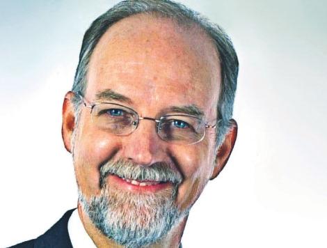 Ken Powell jest wprawdzie z wykształcenia biologiem, ale dał się poznać jako sprawny menedżer firm spożywczych.