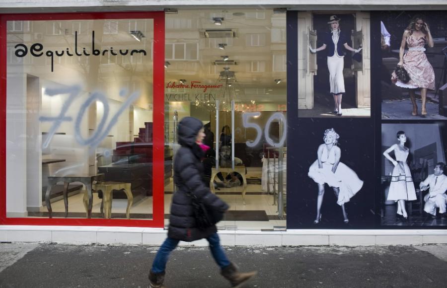 Sklepy w Bukareszcie, stolicy Rumunii, już dawno oferują wysokie obniżki cen. Fot. Bloomberg