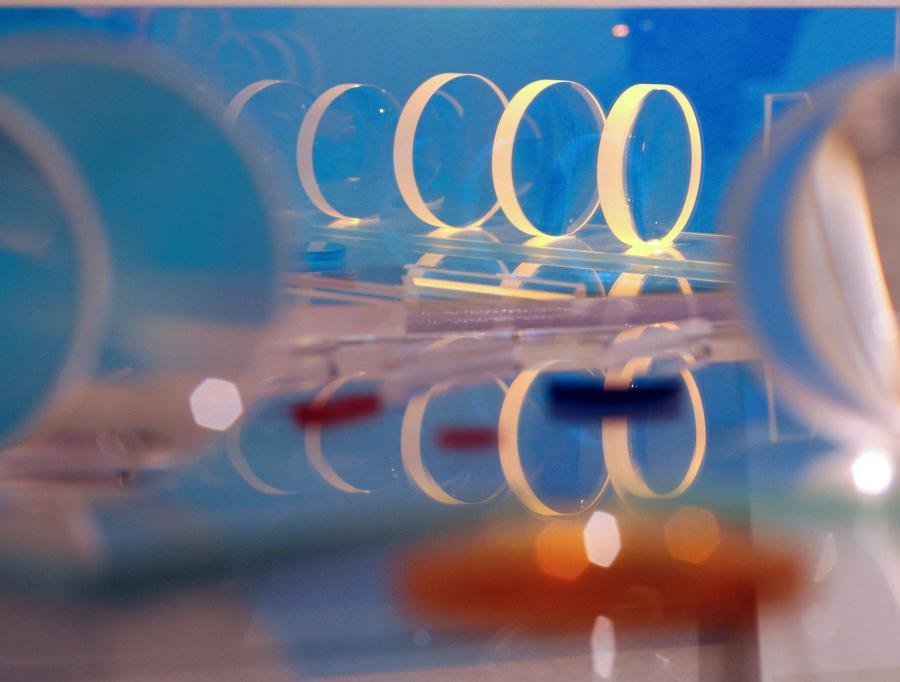 Niemiecki Carl Zeiss jest światowym liderem w produkcji profesjonalnego sprzętu optycznego.