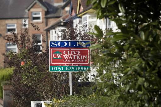 W Wielkiej Brytanii coraz więcej agencji nieruchmości musi informować, że sprzedaż domu już doszla do skutku. Fot. Bloomberg