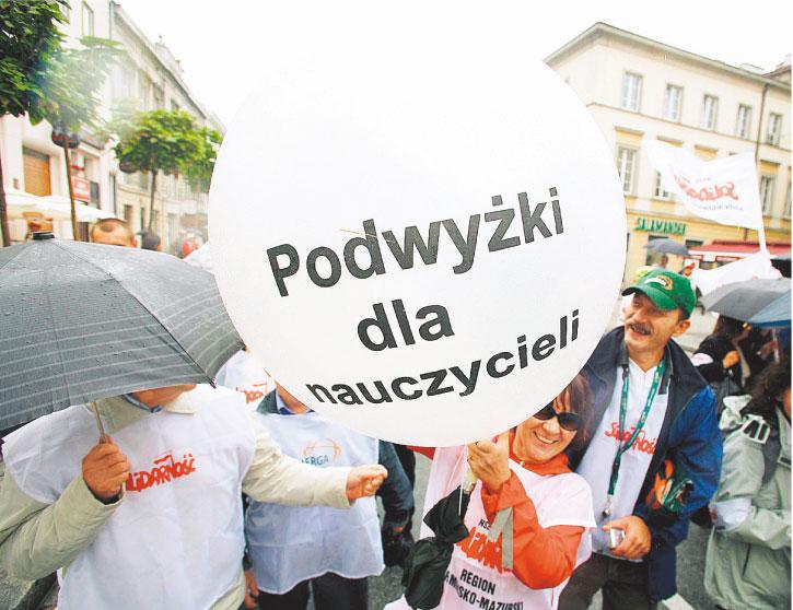 Wyższe pensje dla nauczycieli to jedna ze spełnionych obietnic rządu Tuska Marcin Kaliński