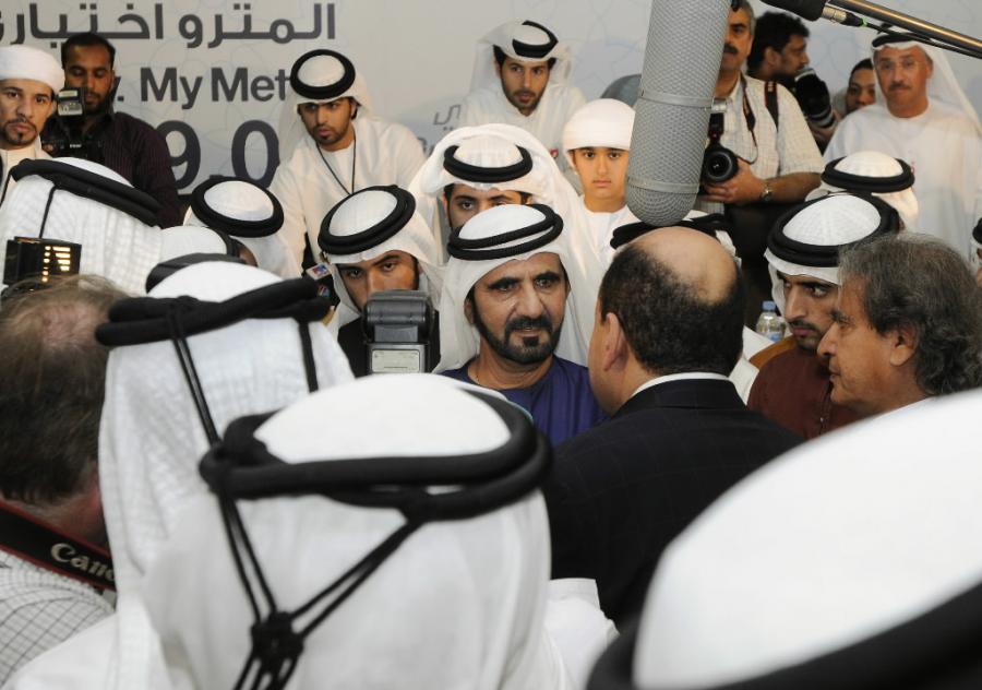 Mohammed Bin Rashid, szejk Dubaju podczas spotkania z prasa na inauguracji nowej stracji metra we wrzesniu 2009 roku. Fot. Bloomberg