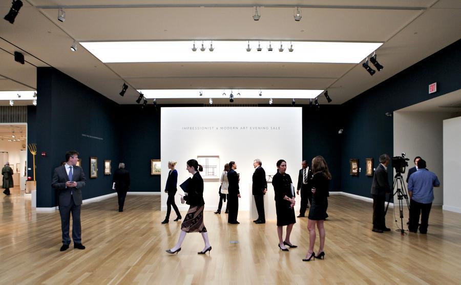 Wystawa dzieł sztuki przed zbliżającą się aukcją
