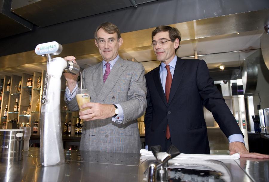 Jean-Francois van Boxmeer, prezes zarządu Heinekena (po prawej stronie) oraz Rene Hooft Graafland, dyrektor ds. finansowych firmy
