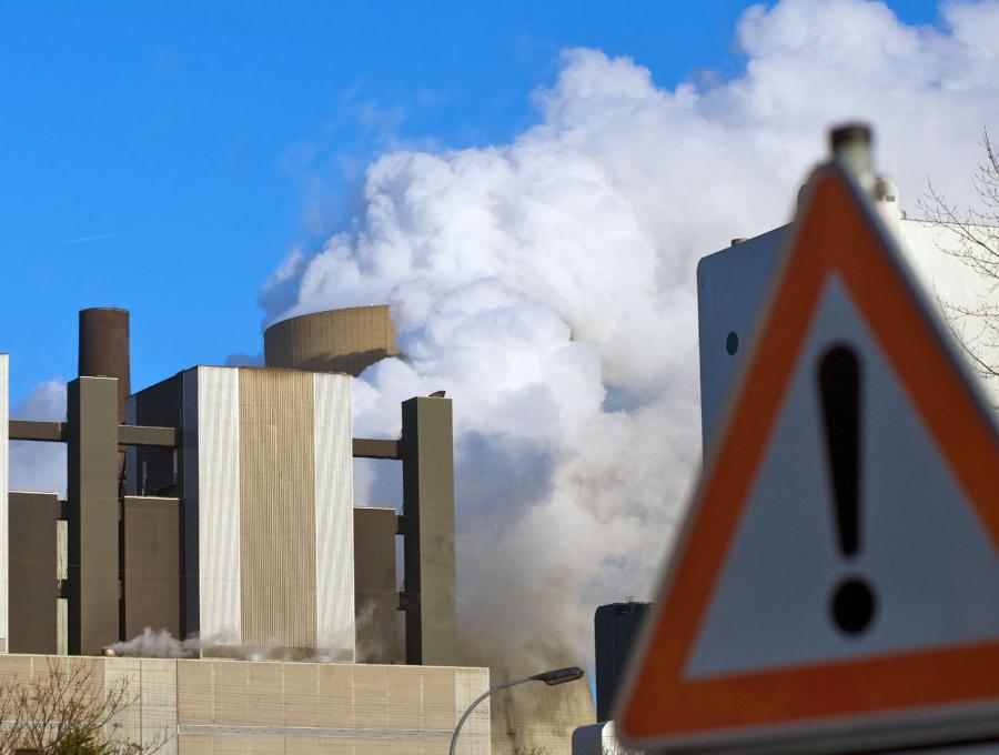 Rząd Francji postanowił zrezygnować z jednego ze swoich sztandarowych pomysłów - wprowadzenia podatku ekologicznego