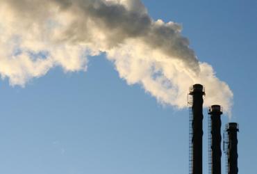 Skomplikowana sytuacja prawna utrudnia handel uprawnieniami do emisji CO2