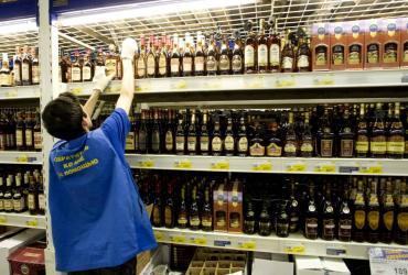 Producent alkoholi Central European Distribution Corporation (CEDC) liczy na ożywienie na rynku wódki w 2011 roku, poinformował prezes spółki William Carey. Na poprawę wyników w przyszłym roku powinny także wpływać niższe koszty, dodał.