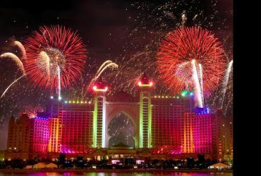 Fajerwerki podczas otwarcia hotelu Atlantis w Dubaju.