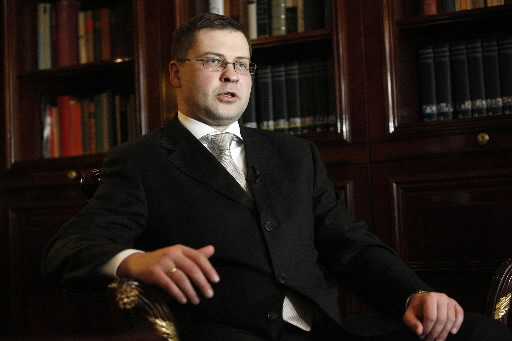Valdis Dombrovskis, premier Łotwy ostrzegł szwedzkie banki, by nie dławiły odrodzenia gospodarki bałtyckiej republiki.