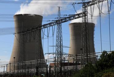 Elektrownie jądrowe dają najtańszą czystą energię; kto zainwestuje w budowę takiej siłowni, będzie miał tani prąd przez 60 lat - przekonywał w czasie II Międzynarodowego Forum Energetyki Jądrowej w Warszawie doc. Andrzej Strupczewski, ekspert m.in. Komisji Europejskiej.