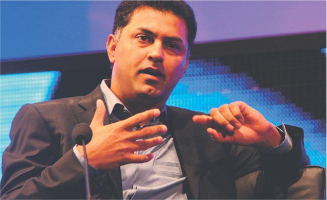 Nikesh Arora z Google podkreśla, że firma płaci partnerom około 6 mld dol. na 20 mld dol. zarabianych na reklamie Fot. Bloomberg