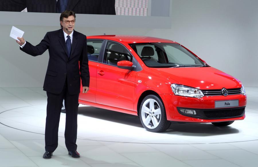 Jochem Heizmann prezentuje nowy model Volkswagena Polo podczas targów Auto Expo w New Delphi 2010