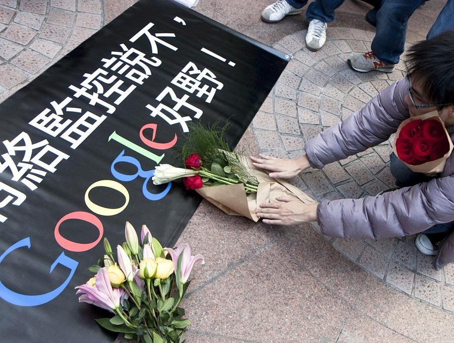 Demonstracja przeciw atakom na Google