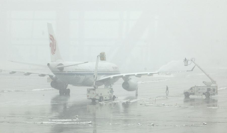 W związku z silnymi opadami śniegu i niskimi temperaturami w środę zamknięto cztery europejskie lotniska.
