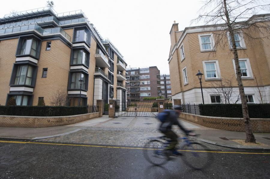 Domy przy Wycombe Square w Lonydnie. Rejony Kensington i Chelsea należą do najdroższych w brytyjskiej stolicy.