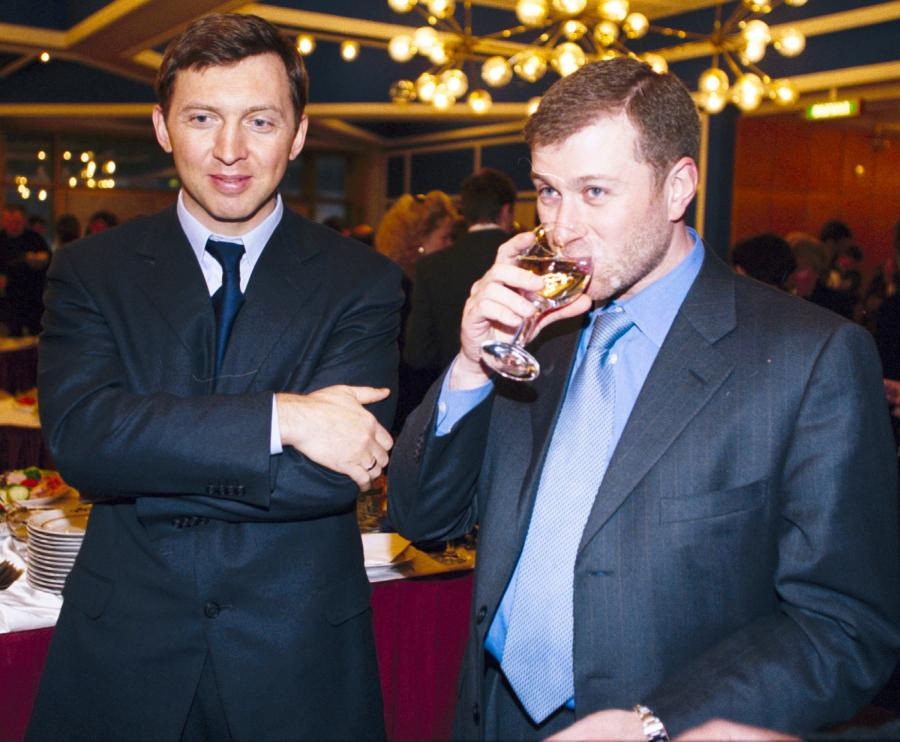 Oleg Deripaska (po lewej) i Roman Abramowicz podczas spotkania na Kremlu z ówczesnym prezydentem Rosji Władimirem Putinem