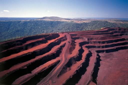 Kopalnia rudy żelaza Minas Gerais, w Itabira, Brazylia należąca do potenta Vale.