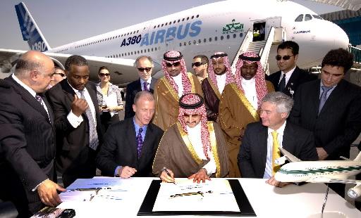 Saudyjski miliarder Alwaleed bin Talal kupuje Airbusa 380, jak pierwszy na świecie indywidualny nabywca tego samolotu.