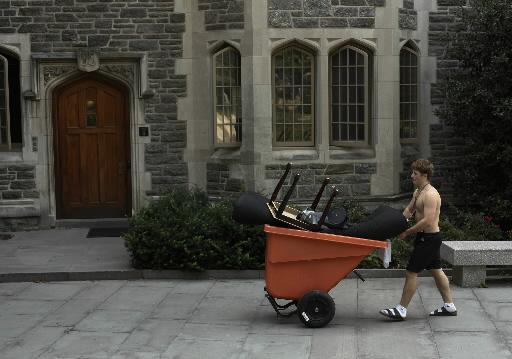 Przeprowadzka do akademika na terenie kampusu Princeton    University