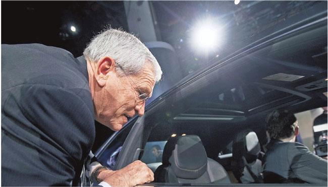 Prezes Ed Whitacre odcina się od wizerunku GM – koncernu wspomaganego przez rząd Fot. Bloomberg