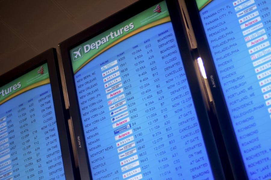 Tablica z informacjami o odlatujących samolotach z lotniska Hartsfield Jackson International Airport w Atlancie