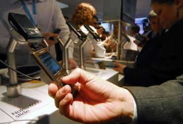 Resort finansów chce znieść VAT od charytatywnych SMS-ów