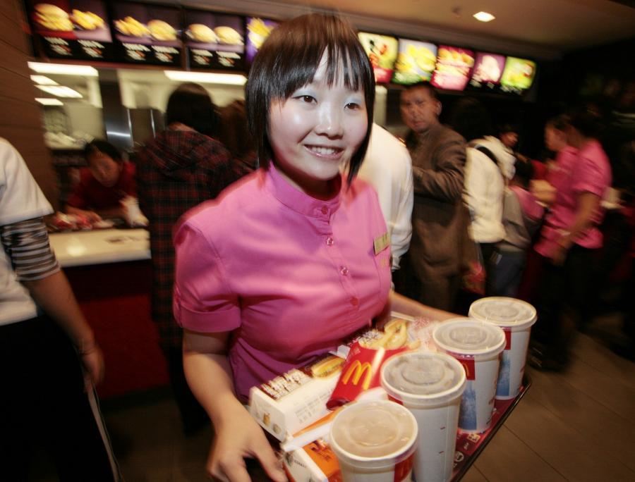 Kelnerka w restauracji McDonalds w Chinach