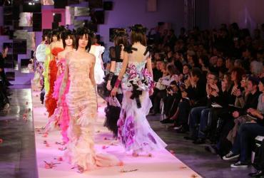 Świat mody, który boleśnie odczuł gwałtowny spadek wydatków konsumenckich, z większym optymizmem patrzy na perspektywy ożywienia gospodarczego Fot. Bloomberg