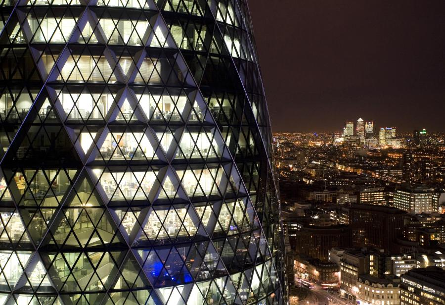 Londyn, biznesowa dzielnica Canary Wharf, wieżowiec Gherkin