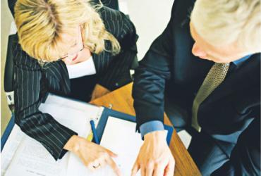Tak naprawdę nie wiadomo, jaki jest wkład żon w osiągnięcia zawodowe menedżerów i unikanie przez nich błędów Fot. Istock