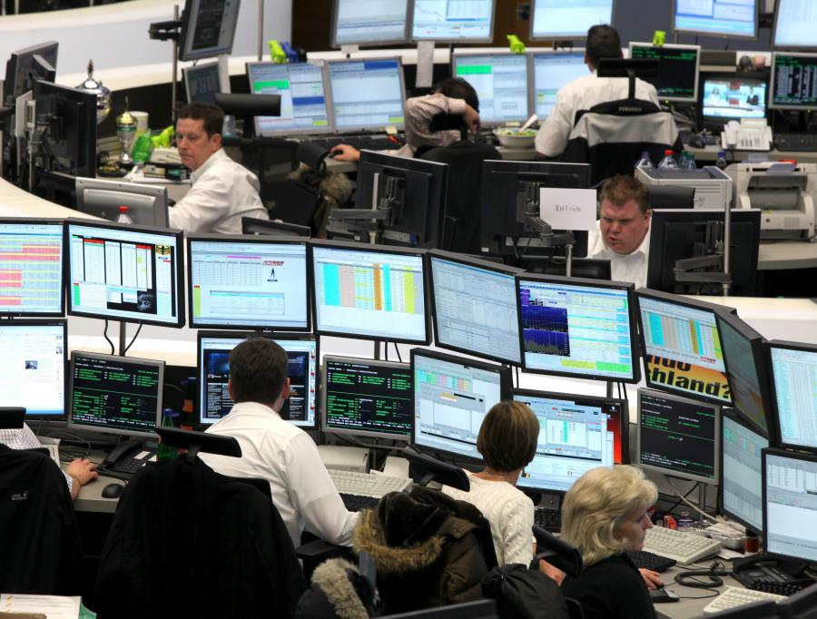Traderzy na giełdzie we Frankfurcie