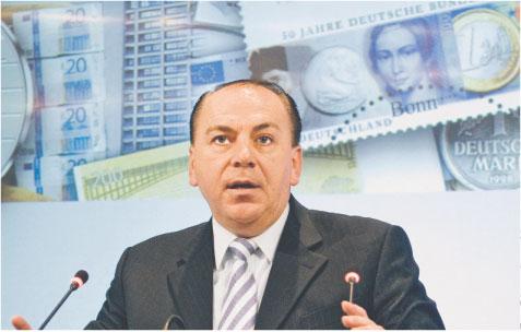 Axel Weber uspokaja - niższy rating obligacji nie zamknie drogi do pożyczek w EBC.