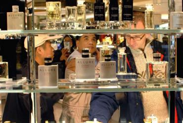 Światowy gigant w sprzedaży kosmetyków będzie otwierać w Polsce 15 sklepów rocznie. Dziś ma ich 86, ale w ciągu pięciu lat chce podwoić liczbę salonów. Wart 250 mln euro polski rynek ekskluzywnych kosmetyków rośnie w tempie 4 – 5 proc. rocznie
