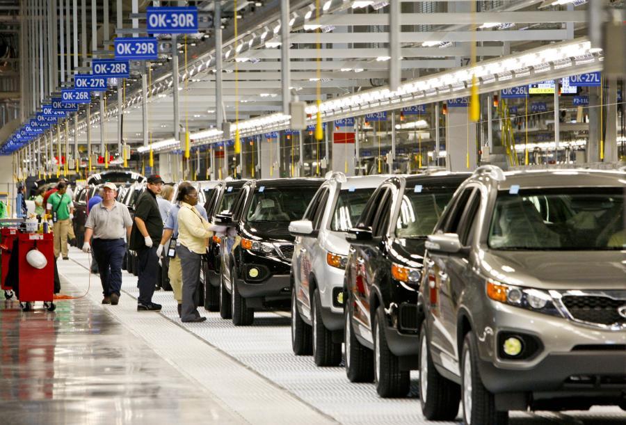 Budowa zakładu produkcyjnego w Gieorgii kosztowała Kia Motors ok. miliarda dolarów. Cała fabryka ma wytwarzać rocznie 300 tysięcy samochodów oraz zatudniać ponad 1,2 tysiąca pracowników.