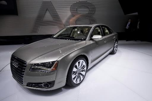Audi A8 prezentowane podczas salonu motoryzacyjnego w Detroit.