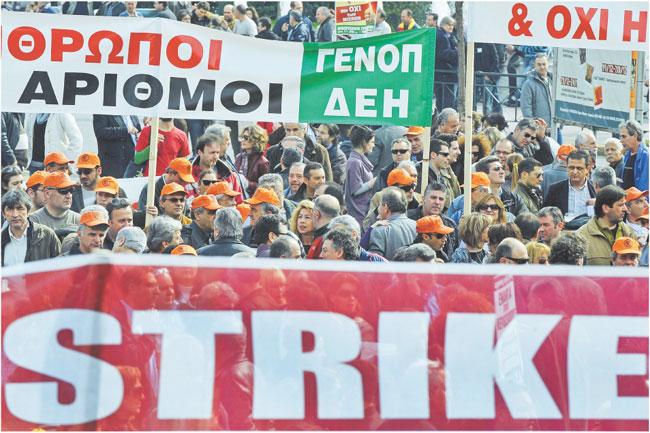 W Atenach nie kursują w piątek autobusy i nie jeżdżą pociągi - to wynik 24-godzinnego strajku pracowników transportu,
