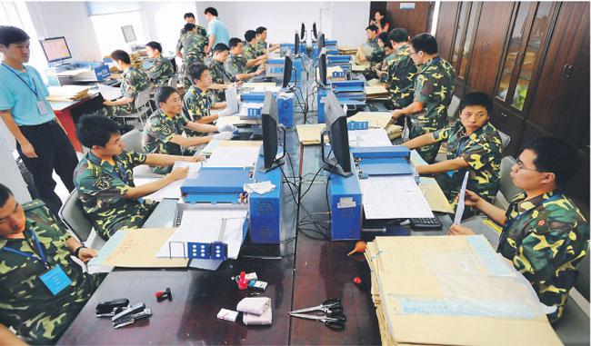 Ofiarą chińskich hakerów padł niedawno internetowy gigant Google Fot. AFP