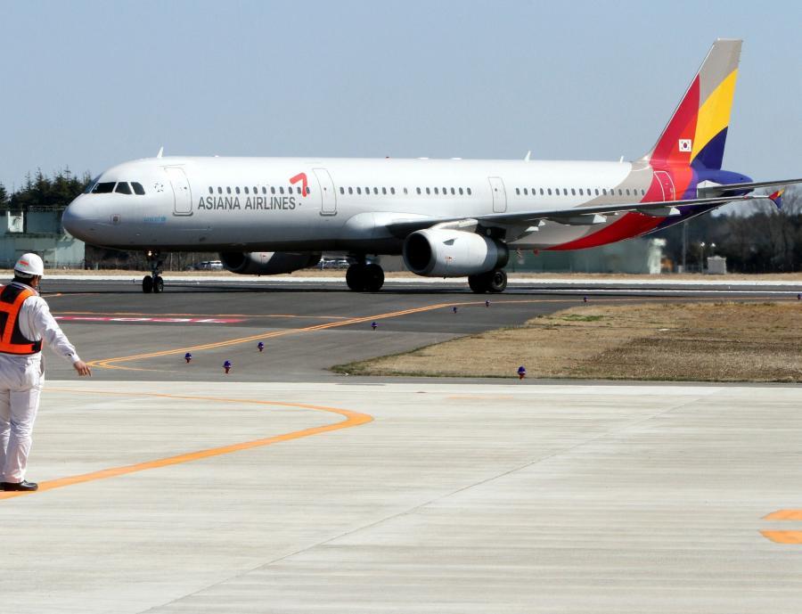 Samolot Asiana Airlines na lotnisku w Ibaraki