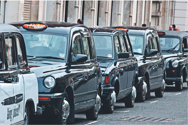Kierowcy czarnych taksówek londyńskich słyną ze swych nadzwyczajnych talentów gawędziarskich – cechy, która jednych pasażerów zachwyca, innych zaś doprowadza do szału